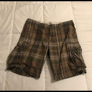 GUC Eddie Bauer Green Plaid Cargo shorts 36